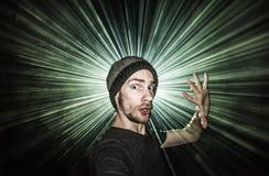De enige persoon die dansen bij ijlt overleg met laserlichten royalty-vrije stock foto's