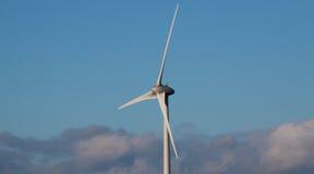 De enige Turbine van de Wind Royalty-vrije Stock Foto's
