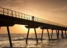 De enjoing zonsopgang van Ciclyst bij het overzees Royalty-vrije Stock Fotografie