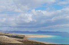 De enorme zandige stranden van Fuerteventura stock afbeeldingen