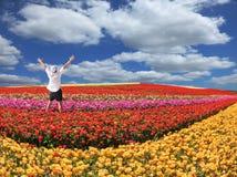 De enthousiaste toerist wierp op zijn handen Royalty-vrije Stock Afbeeldingen