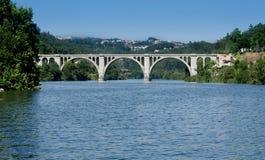 de Entre Os pedra ponte rios Zdjęcie Stock
