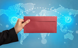De envelop van de handholding met globaal concept Royalty-vrije Stock Fotografie