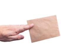 De enveloppen van de handholding met brieven op witte isol als achtergrond Royalty-vrije Stock Foto's