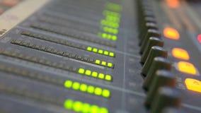 De equaliser van de geluidsniveaumeter stock videobeelden