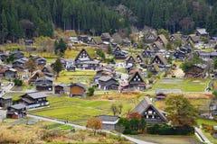 De Erfenisdorp van de Shirakawagowereld in de Kleurrijke Herfst Stock Foto's