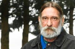 De Ernstige Ruwe Midden Oude Mens van het portret Stock Afbeeldingen