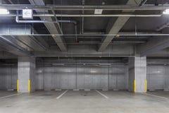 De estacionamiento del garage interior subterráneamente imagen de archivo