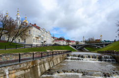 De estuariumlente Vitba en meningen van de Pushkin-Brug Royalty-vrije Stock Foto