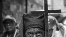 DE ETHIOPISCHE PELGRIMS AANBIDDEN JESUS-CHRISTUS IN JERUZALEM TIJDENS KERSTMIS stock foto