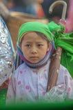 De etnische minderheidkinderen staren, bij oude Dong Van-markt royalty-vrije stock foto