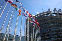 De EU-ledenvlaggen voor het het Europees Parlement Gebouw in Straatsburg royalty-vrije stock fotografie