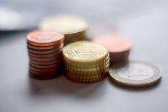 De euro geldmuntstukken sluiten omhoog Stock Foto's