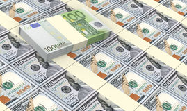De Europese munt factureert stapels met Amerikaanse dollarsachtergrond Royalty-vrije Stock Foto's