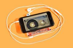 De evolutieve weg van muzikale reproductie, van analogon aan digitale geluid of muziek stock fotografie