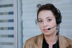 De exploitant van de steuntelefoon in hoofdtelefoon Stock Foto