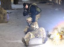 De explosie dichtbij de militairen royalty-vrije stock foto's