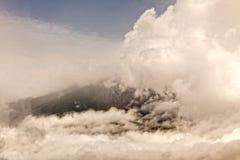 De explosie van de Tungurahuavulkaan, augustus 2014 Stock Foto