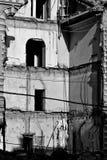 De explosie vernietigde bouw stock foto