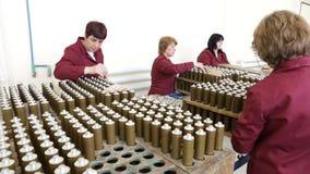 De explosieven van de het arsenaalproductie van wapenwapens stock footage