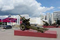 De expositie van het artilleriemateriaal tijdens de grote Patriottische oorlog bij het Museum van defensie van Moskou in het Olym Stock Foto