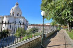 De externe voorgevel van het Nationale Pantheon Santa Engracia Church in Alfama-buurt bekeek van Jardim Botto Machado P Royalty-vrije Stock Fotografie