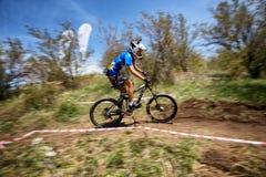 De extreme concurrentie van de bergfiets Stock Foto's
