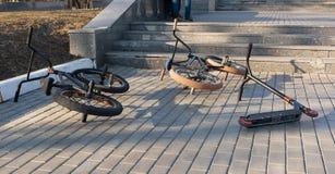 De extreme fietsen, liggen op de weg royalty-vrije stock afbeelding