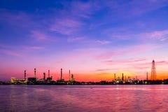 De fabriek van het chemische product en van de olie Stock Foto