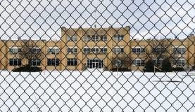 De fabrieksbouw in kleine Van het Midwesten stad Stock Foto's