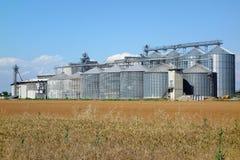 De Fabrieksinstallatie van silosilo's Stock Afbeelding