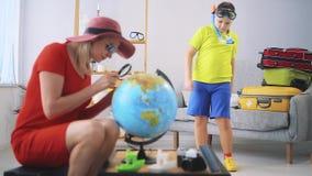 De familie gaat reizen stock footage