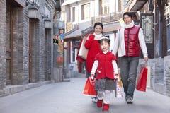 De familie gaat winkelend Royalty-vrije Stock Afbeelding