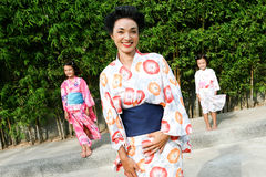 De familie kleedde zich in kimono. Royalty-vrije Stock Foto's
