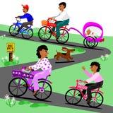 De familie neemt een fietsrit Royalty-vrije Stock Foto's
