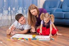 De familie trekt op een vloer Royalty-vrije Stock Afbeelding