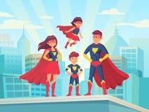 De familie van beeldverhaalsuperhero Mammapapa en kinderen in superheroeskostuums Super ouders en jonge geitjeshelden op cityscap royalty-vrije illustratie