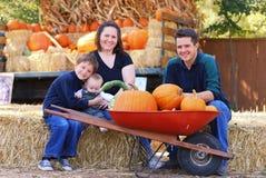 De Familie van de herfst stock afbeeldingen