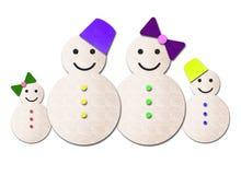 De familie van de sneeuwman die op wit wordt geïsoleerdn Stock Foto's