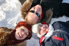 De familie van de winter op snow3 stock afbeeldingen
