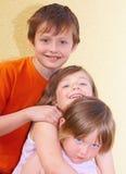 De familie van het jongensmeisje Stock Afbeeldingen
