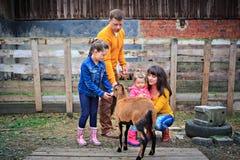 De Familie van het landbouwbedrijf Stock Foto