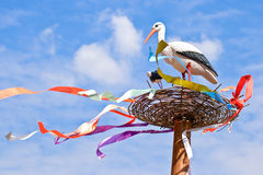 De familie van ooievaars in een nest Royalty-vrije Stock Foto's