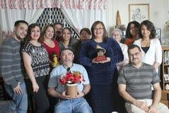 De familie verenigt zich om Yomo Toro te herinneren Stock Afbeeldingen