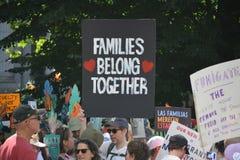 De families behoren samen Maart royalty-vrije stock afbeelding