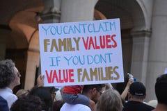 De families behoren samen Maart stock afbeeldingen