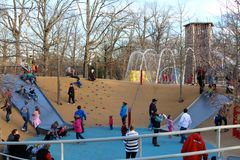 De families genieten van een dag bij het park in Shelby Farms in Memphis royalty-vrije stock foto