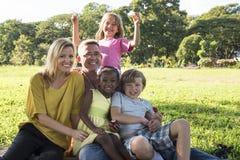 De famille d'unité de relaxation concept dehors image libre de droits