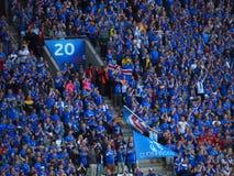 De fans van IJsland vieren Stock Foto's