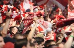 De fans van Spartak Moscow juichen op hun team toe tijdens een vriendschappelijk spel tegen FC-Dynamo Royalty-vrije Stock Afbeeldingen
